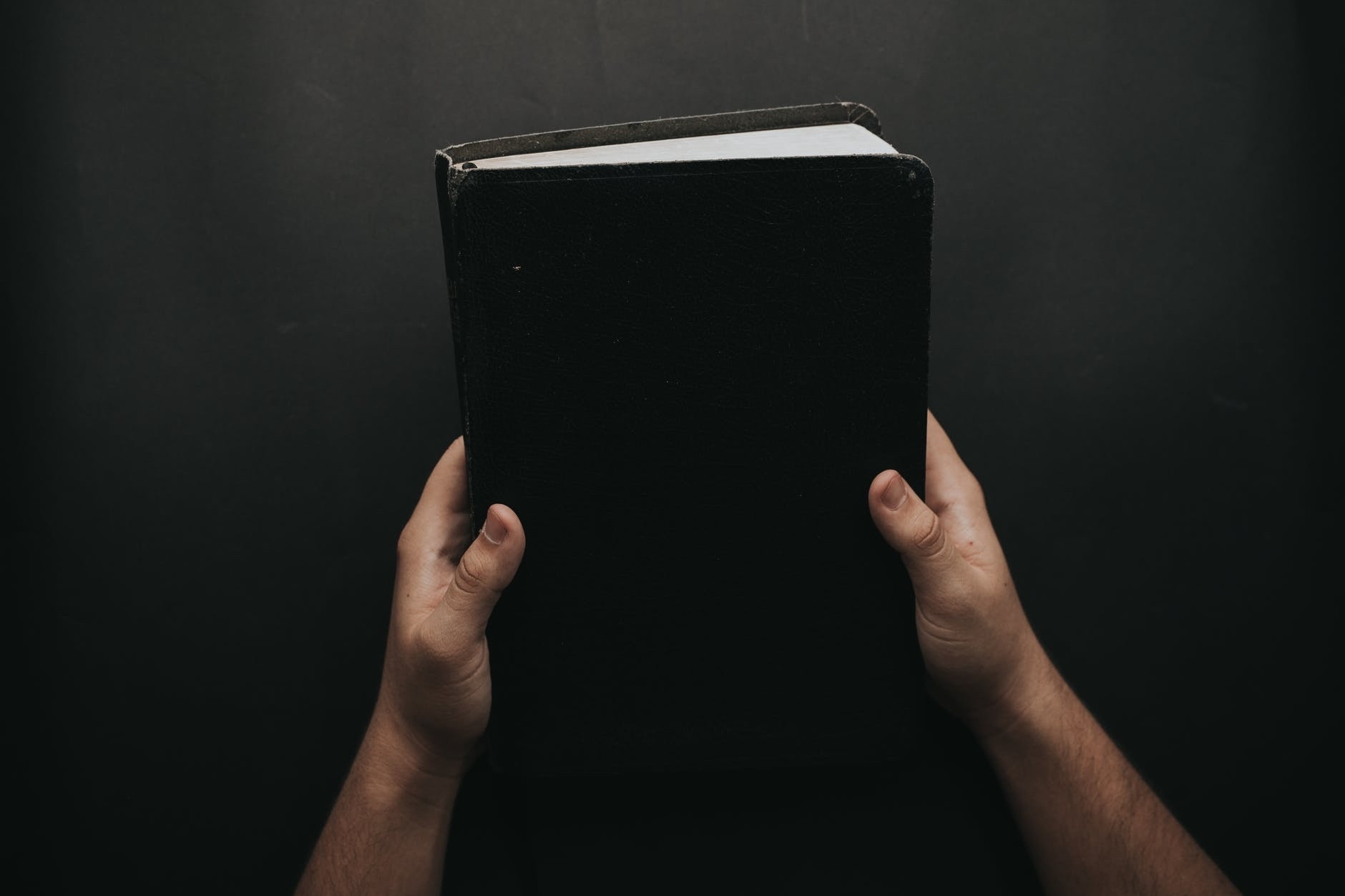 Texas Judge Gifts Bible, Atheist At Uproar - A Texas judge gives a Bible as a gift and to no surprise an atheist group is at an uproar.