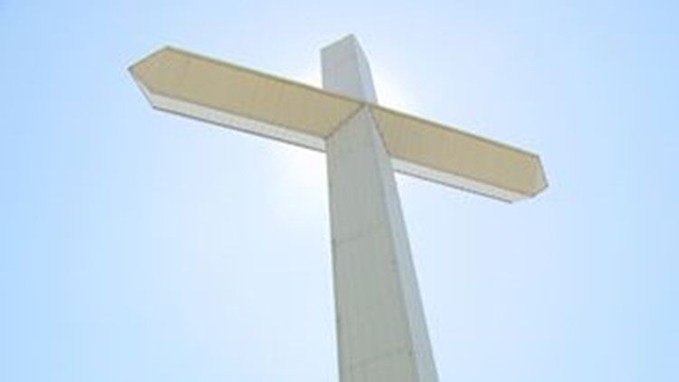 More Giant Cross to go up throughout East Tennessee including LaFollette and Morristown. If you have been to East Tennessee, I am sure you have seen some of these giant cross. They can be as big as 120 feet tall. They are generally near a church and cost $30,000 to build. Funds are donated usually by nearby church members.